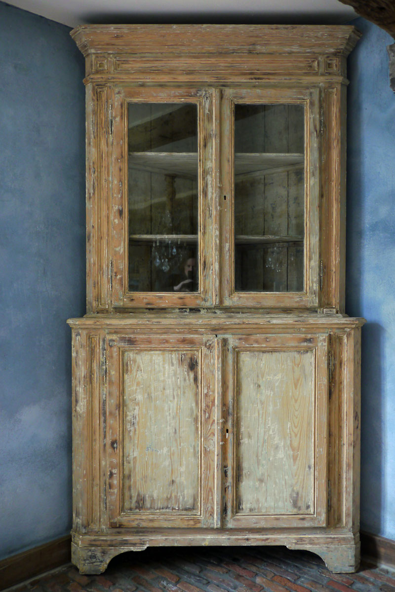 French Corner Cabinet   Brigitte Aerden - Antiques & Architecturals