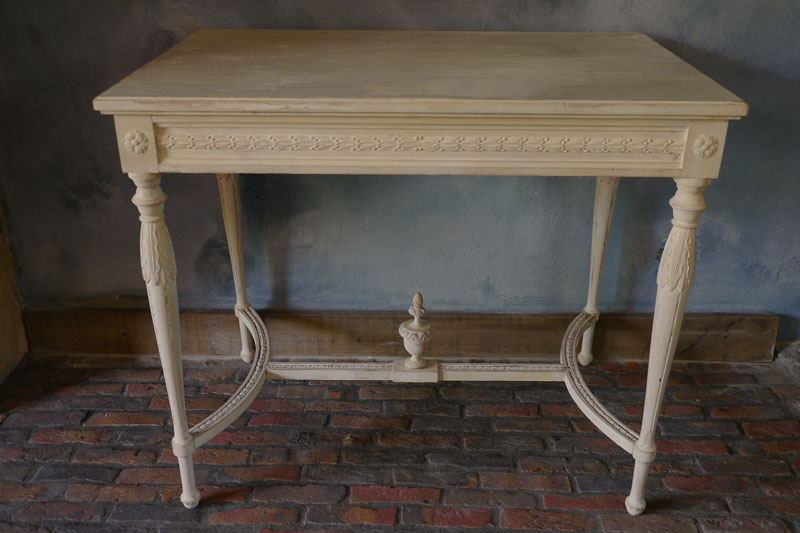 Gustavian Table